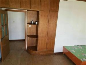 出租胜宏辰轩楼房一套,3室2厅1卫,租金一年20000元