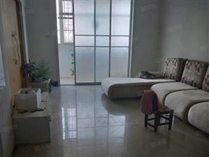 三室两厅,小区环境好,简单装修,省去你宝贵时间