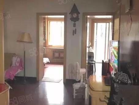 人民西路[彩虹新区]三室精装南北通透产权清晰可按揭