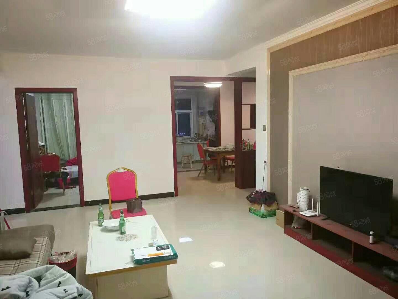 江南世家三室两厅,位于建设路中段,家电家具齐全,拎包入住!