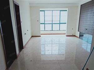 阳光澜岸,简装大三房,业主诚心出售,随时过户,随时看房。