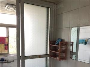 荆门团结街单位公房,134平米,三室两厅,可按揭,33万