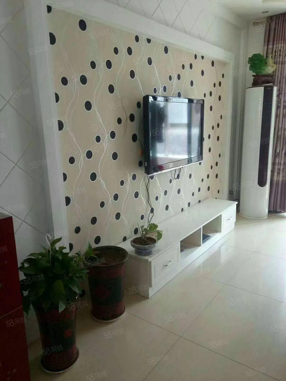 润丰锦尚二室一厅精装修,家电齐全拎包入住,本小区已通双气。