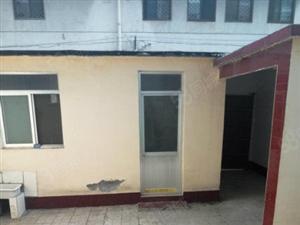 学区房三居室一楼带院(10米大院有偏房)有证