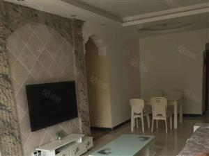 品质楼盘,带三个空调,住家精装偏上,环境优美,家具家电齐全。