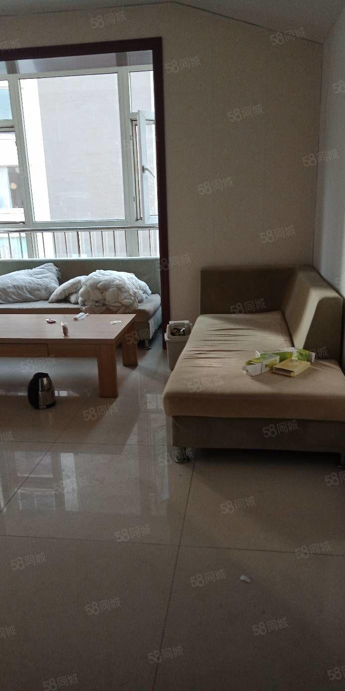 君华苑有好房出租,80平米,6层,一个月900元,家具齐全,