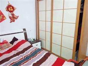 诚心出售兴渭小区两室、带后院还有门房。