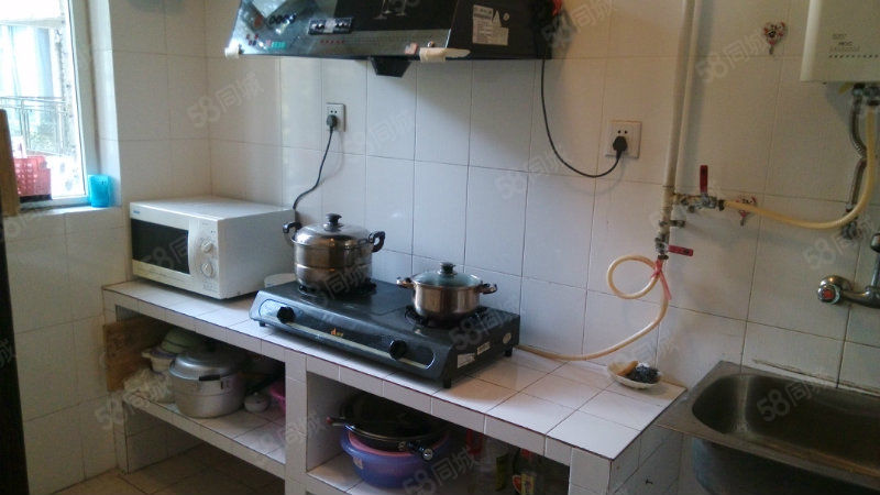 青城山水一楼大套一带家具家电一年起租