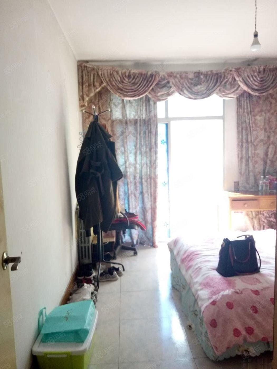 抗战北路(粮苑小区)顶楼温馨两室低于市场价10万急售