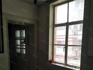 健康小区2楼共4楼55平米2室1厅中装。设施全