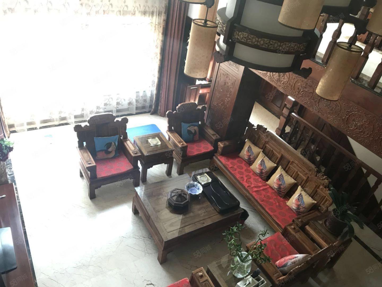 南郡天下豪华住宅客厅挑高4.8米一层带院带两个车库