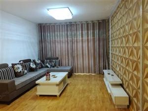 中央广场西旁两室两厅精装修很干净空调热水器电视双人床2个厨子