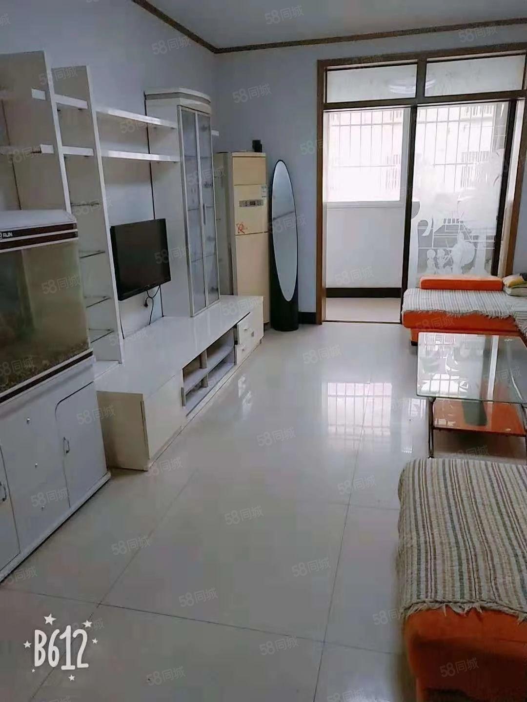 温馨家园。精装2室出租。只要1000一月。多层4楼~