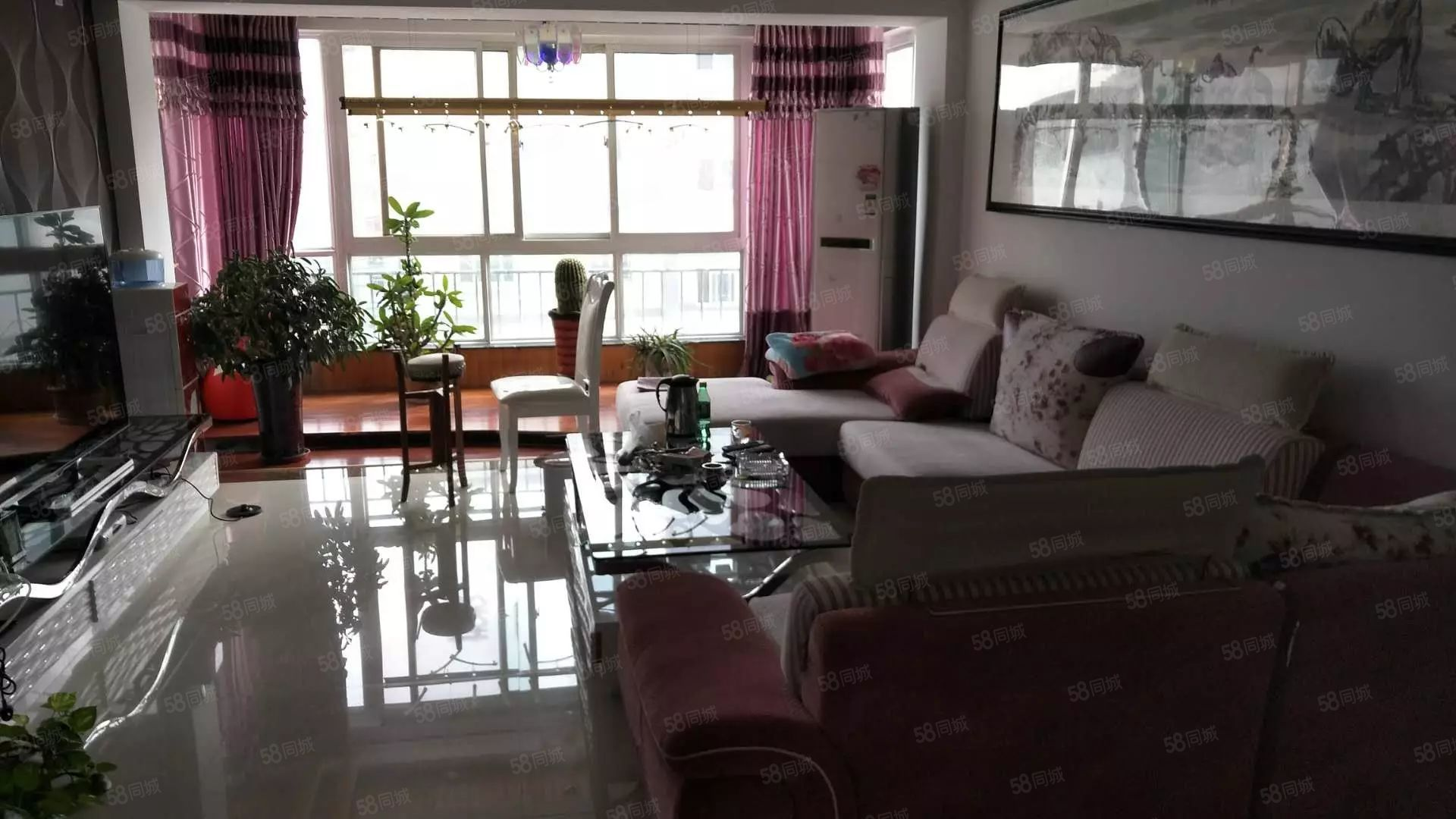 龙湾半岛、三室两厅两卫、电梯、精致装修、出行居家相当便利。