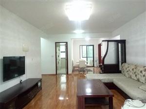 老街一期精装大三室,低于市场价出租,家电齐全,拎包入住。