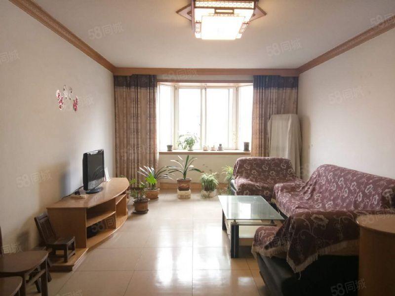 品质套三位置在客运中心交通非常方便家具家具家电齐全诚租