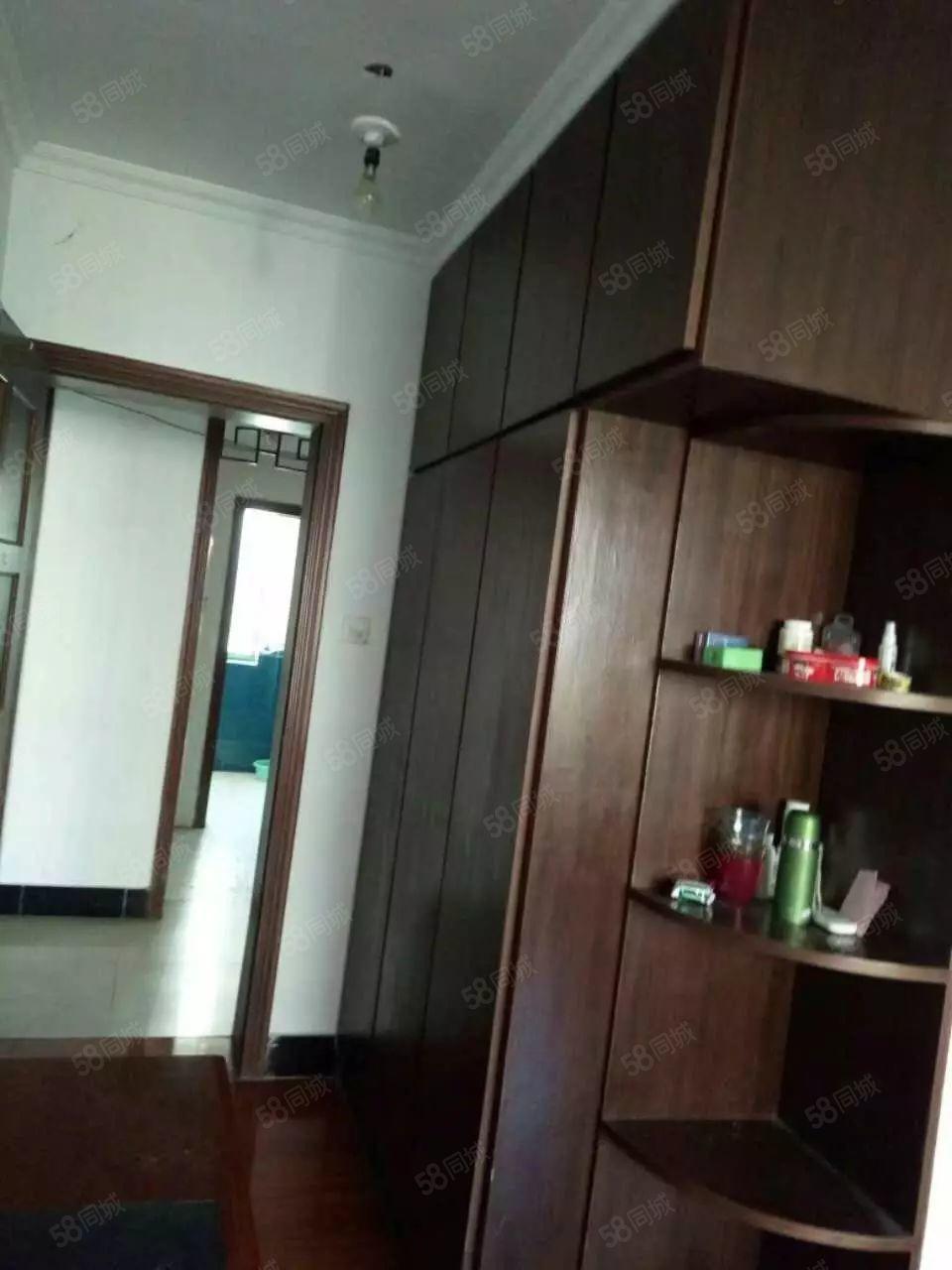 美高梅注册四季阳光城3室2厅107平简装修6楼楼梯房7000一年