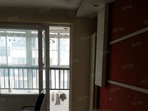电梯房两室向阳精装修很干净又双气有储藏室马上出房