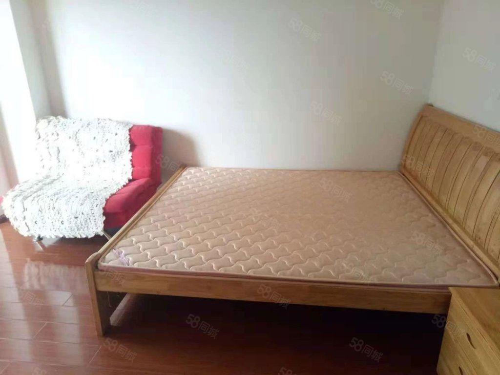 龙马华庭金典两室澳门金沙平台带简单家具装修清爽看房方便