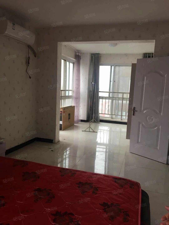 盈和国际简装三室一厅家具家电齐全