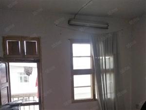 建行宿舍楼梯房3楼,55.78平方,2室1厅1卫,简装。