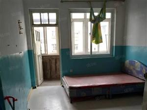 低租人民路/昌化路套一厅简装家具热水器900元/月