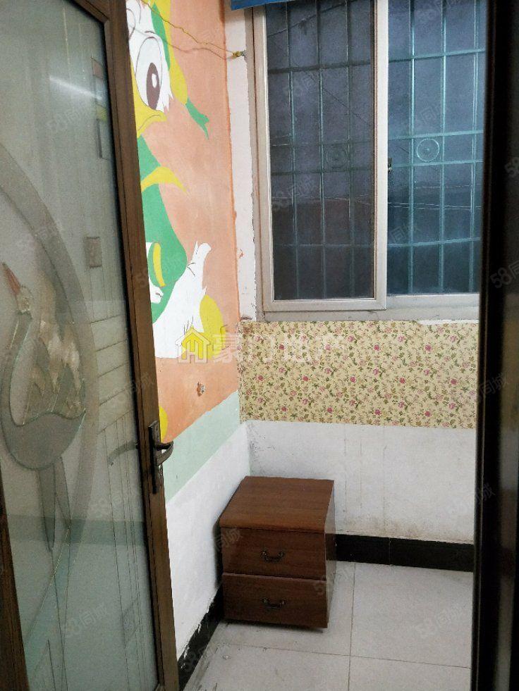 旧少年宫简装民房2房出租,租金不贵,家具齐全,欢迎入住。