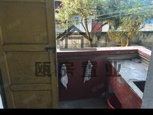 朝天门步梯2楼简单装修3房停车方便还有柴火间