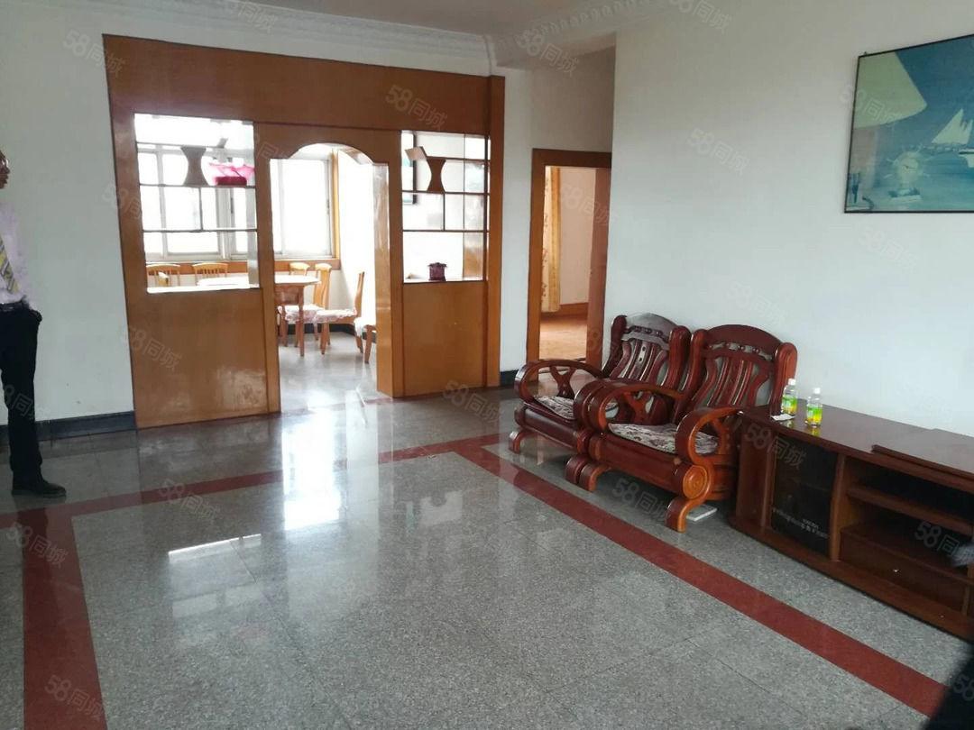 龙马路18号保安公司简装3房1100元/月141.6平
