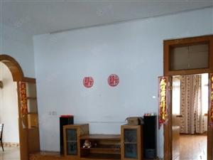 东塔公园旁128平方三室二厅一厨房一卫另带杂房一间可银行按揭