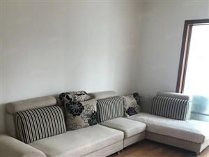 出租/景园小区多层三楼精装两房,家具齐全,看房方便