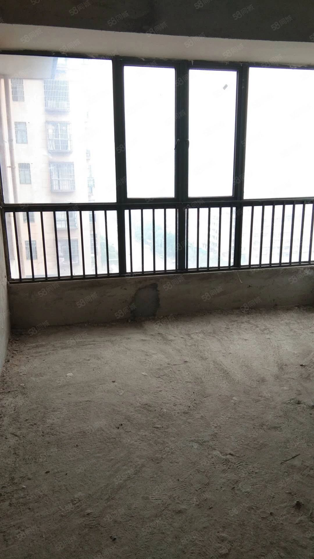 老葡京平台印象四房两厅两卫精装房出售