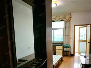 小区环境优雅,地段繁华,室内布局适中。