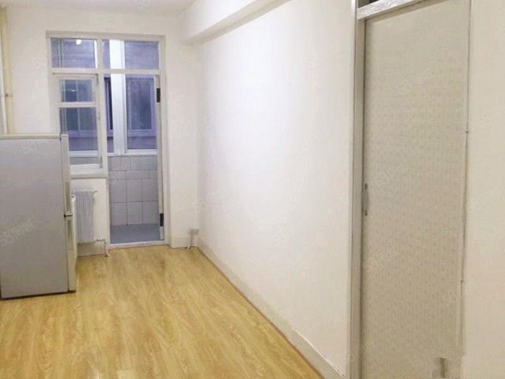 古城新苑一室一厅精装修包取暖