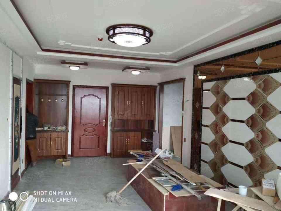 恒正90平两室精装修住房1500元/月带家具出租
