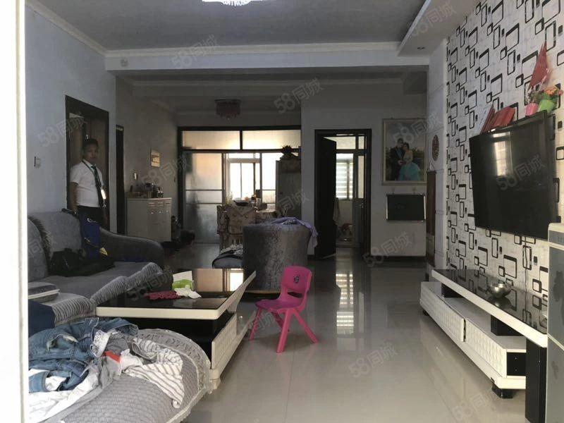 观澜国际难得新出四房,豪华装修,每个房间采光极好,超大阳台。