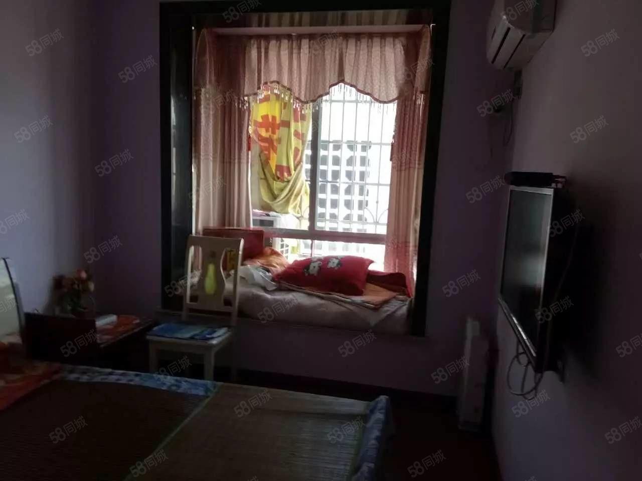 泸县二小区旁3室2厅2卫精装住房出租!