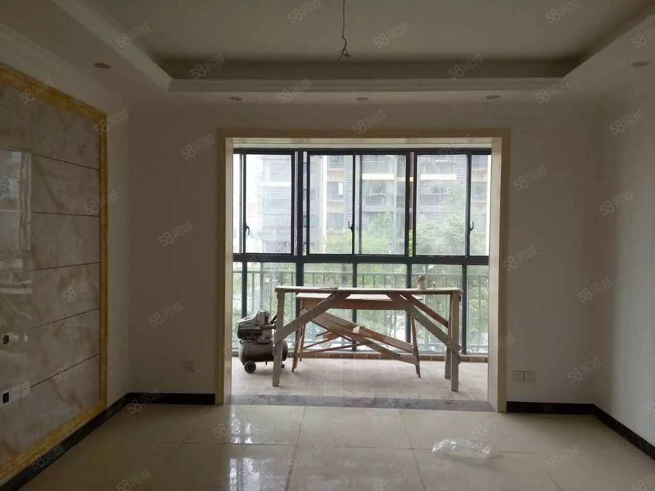 楚荣3室2厅精装房未入住出售