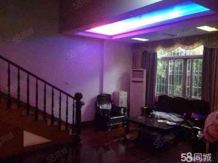 一中实小附近职高旁精装楼梯4房只租2200免费看房