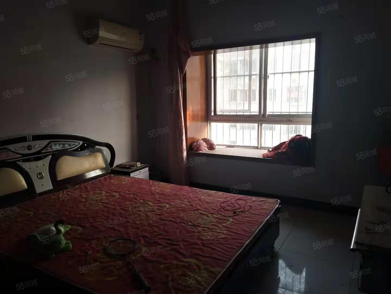 良苑小区二楼简装三居室可以随时看房