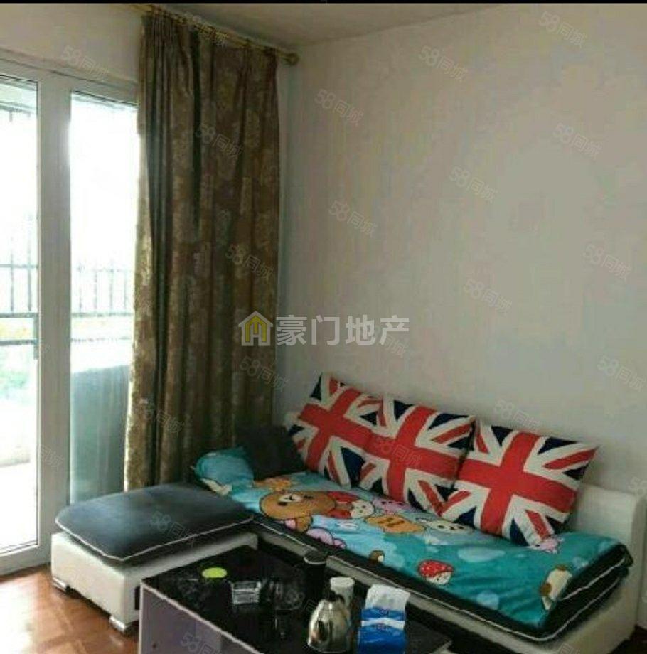 君裕东湖精装单身公寓出租设备齐全拎包入住,