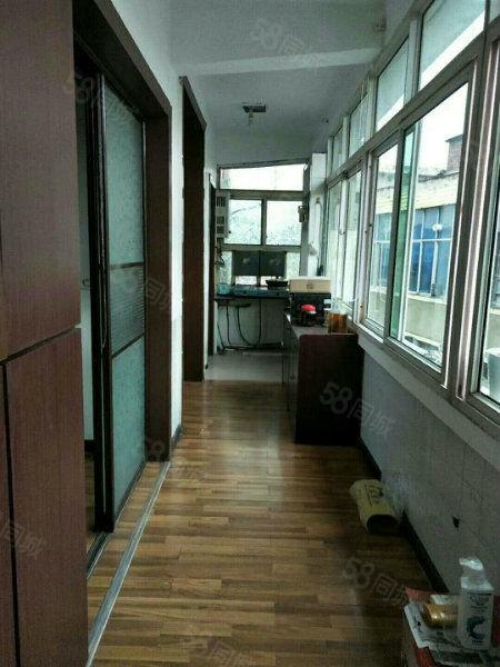 城�^小�W旁��W�^房�剀熬�致2居室拎包入住�匙在手