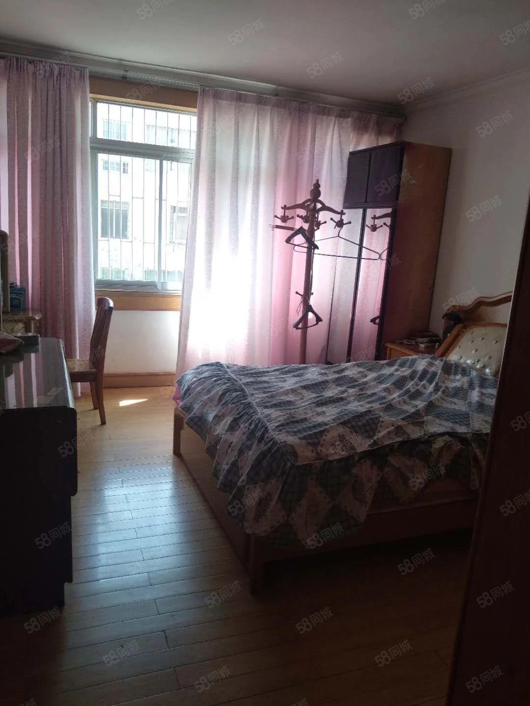 恒星酒店5楼带家具出租