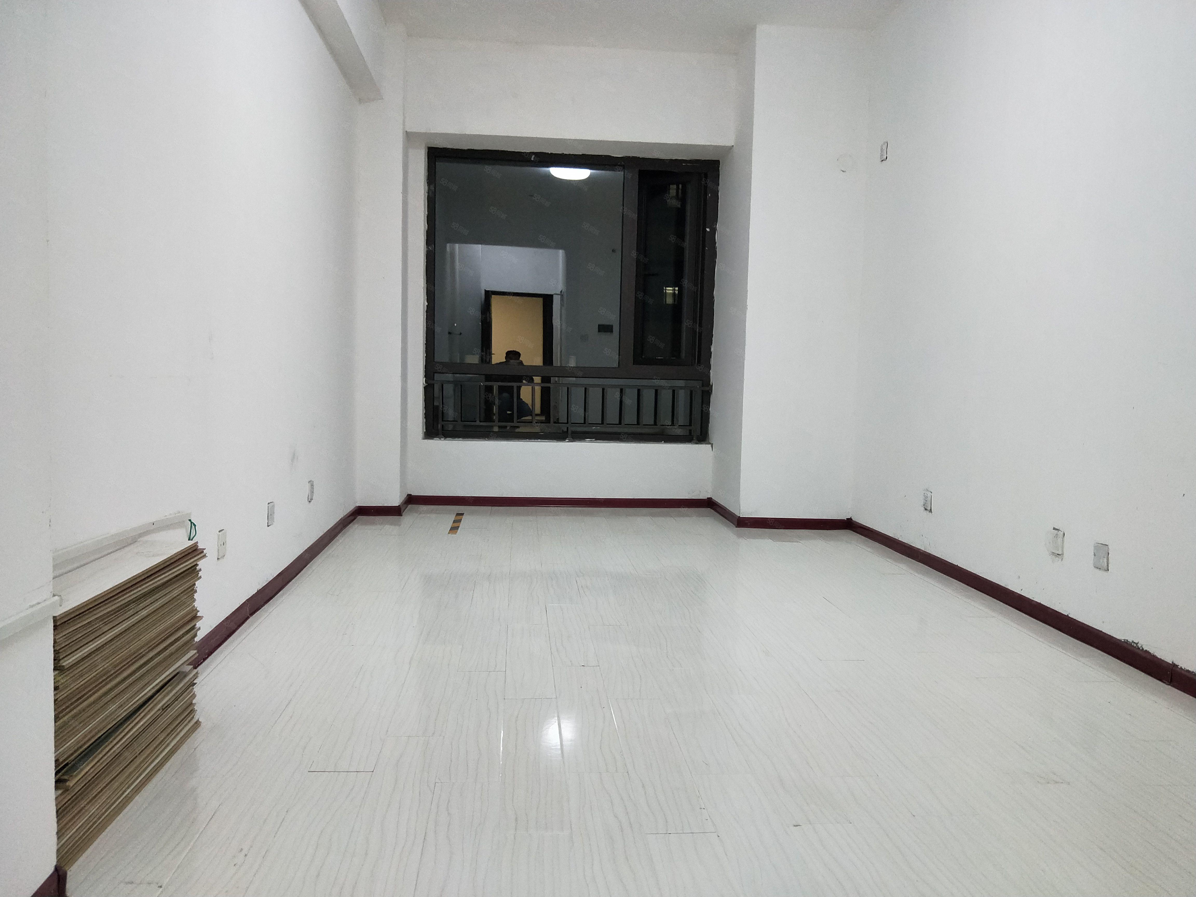 高新区标间出租,独立标间可按要求搭配家具