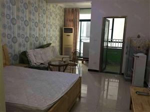 体育馆盛世荣华电梯新房单身公寓底价出租齐全有空调拎包入住、