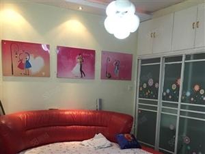 CBD旁真皮圆床豪华装修,图片是刚刚拍摄的,家电家具齐全