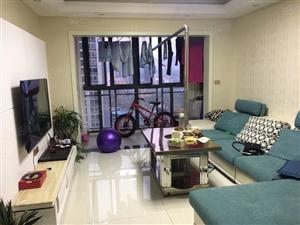 东方城、精装两房刚装修3个月带家具家电三面采光。