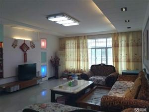 金田社区附近5楼3室2厅150平米精装修