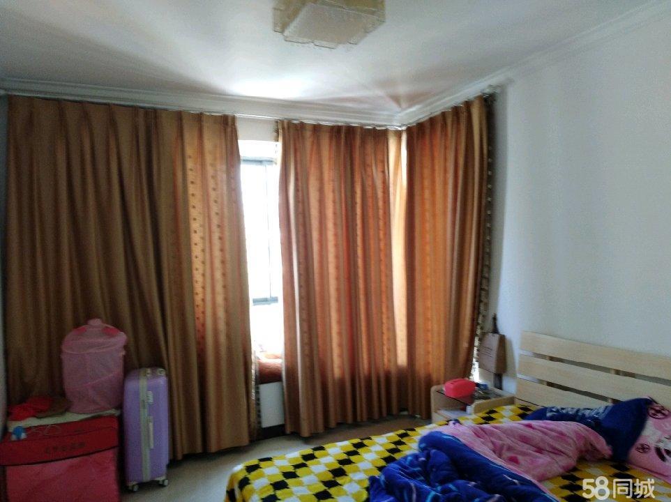 枫丹华庭4室2厅2卫