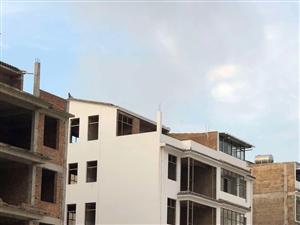 龙城中学对面自建毛坯房出售,国有土地使用证建房,不是集体